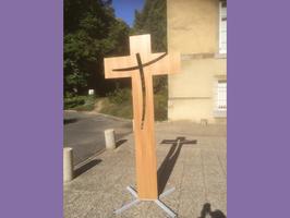 croix en chêne, croix en hêtre, croix en bois, croix sur socle
