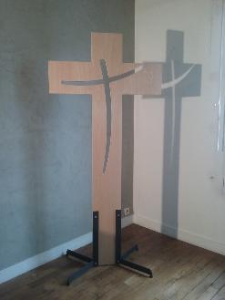 christ en croix, croix, croix en bois, croix sur pied