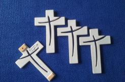 croix en faïence, croix en porcelaine